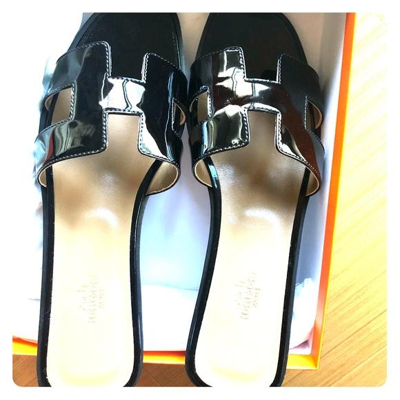 a78bd8c47abb Classic never worn Hermès H sandals!!